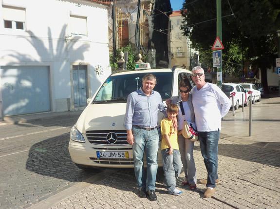 Matias e seu Taxi com Maujor esposa e neto